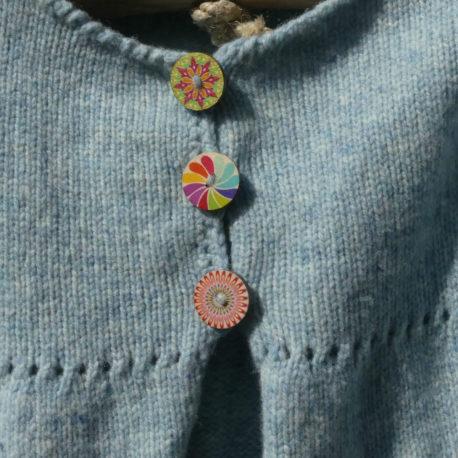 Détail boutons cardigan Circa couleur ciel