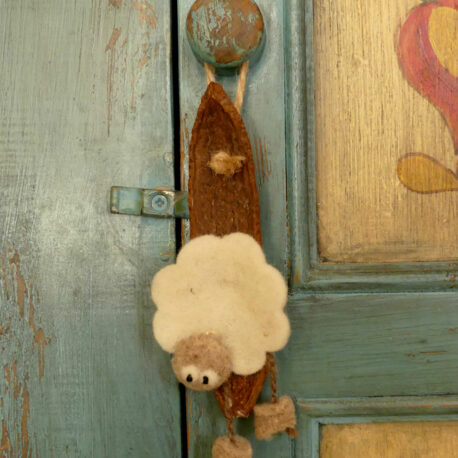 Ornement de porte mouton sur coque