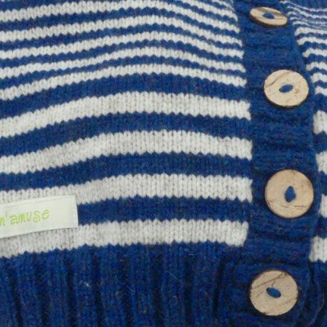 gilet bleu foncé détail bouton